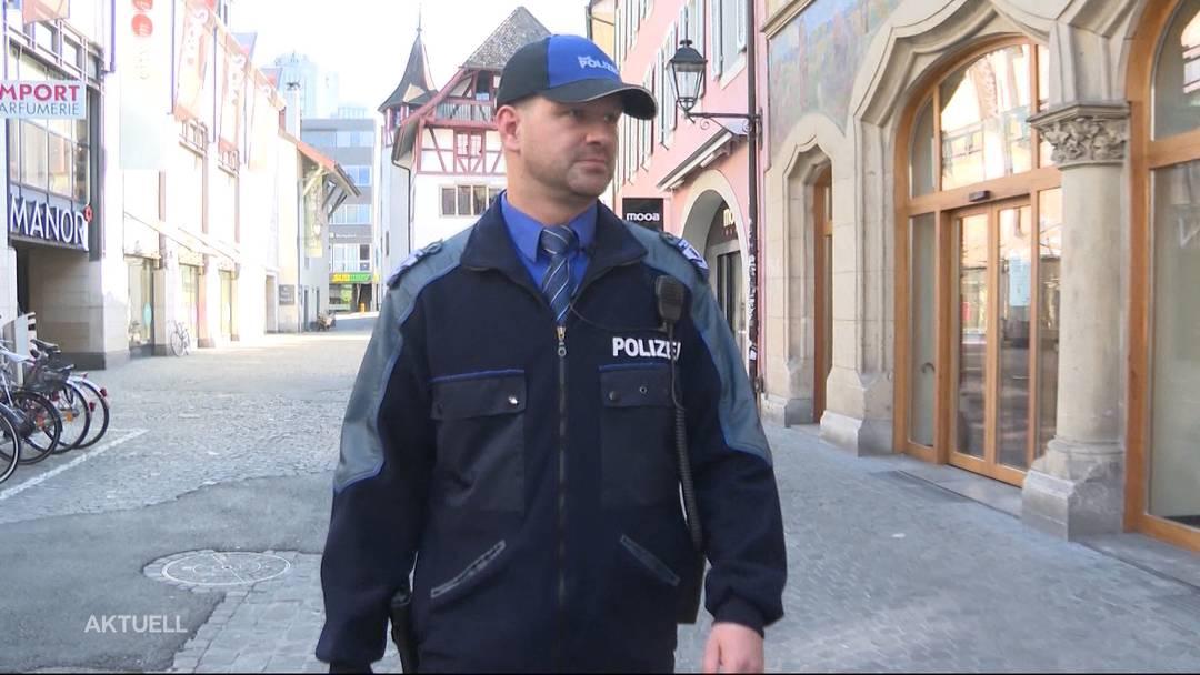 Die Stadtpolizei überprüft Aarauer Geschäfte