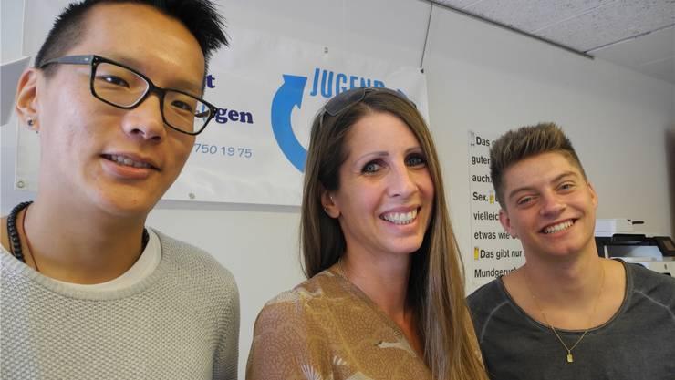 Neu wird die Jugendarbeit von Sandra Jenny (Mitte) geleitet. Unterstützt wird sie dabei vom neuen Jugendarbeiter Lobsang Sara (links) und dem Zivildienstleistenden René Solenthaler. Caroline Leutwiler