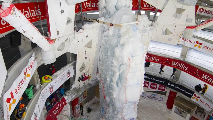 Im Parkhaus von Saas-Fee fand ein Eisklettern-Weltcup-Event statt.