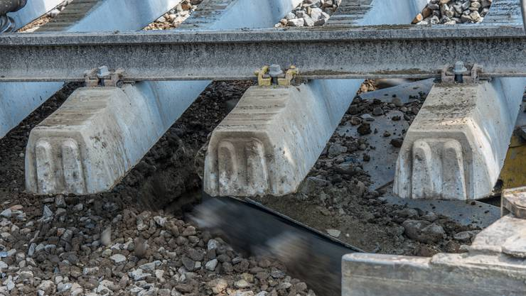 Ein 44-Jähriger Mann ist bei Gleisarbeiten verstorben. (Symbolbild)