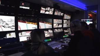 Regisseur Beni Giger und Produktionsleiter Beat Zumstein erklären, wie die Aufnahmen von 22 Kameras live in die Schweizer Wohnzimmer und Beizen kommen und welches ihr Lieblingsbild der Lauberhornabfahrt ist.
