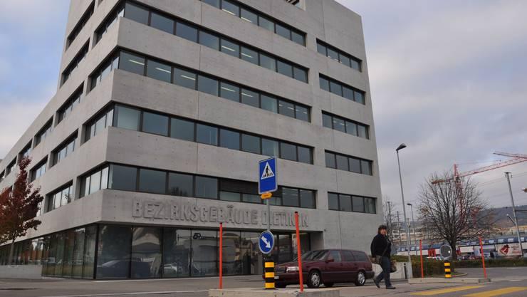 Der Dietiker Bezirksrichter Bruno Amacker verurteilte den Mann zu sieben Monaten unbedingt und verwies ihn für zehn Jahre des Landes.