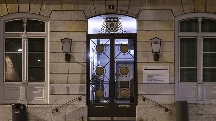 Der Mann, der seine Mutter umgebracht hat, sowie seine Ex-Freundin, sind vom Strafgericht in La Chaux-de-Fonds zu Freiheitsstrafen von 13 respektive fünf Jahren verurteilt worden. (Archivbild).