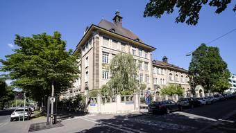 Nach der Ansteckung eines Geschwisternpaars, welches im Isaak Iselin Schulhaus zur Schule geht, mussten 85 Personen in Quarantäne. Die Quarantäne geht zu Ende ohne registrierte Neuansteckungen.