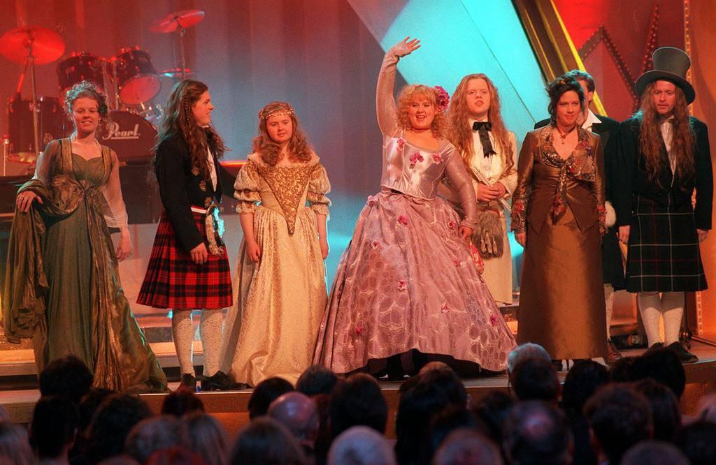 Die Grossfamilie der Kelly Family beim Auftritt zur Verleihung der Goldenen Kamera am 10. Februar 1998 in Berlin. (© Keystone)