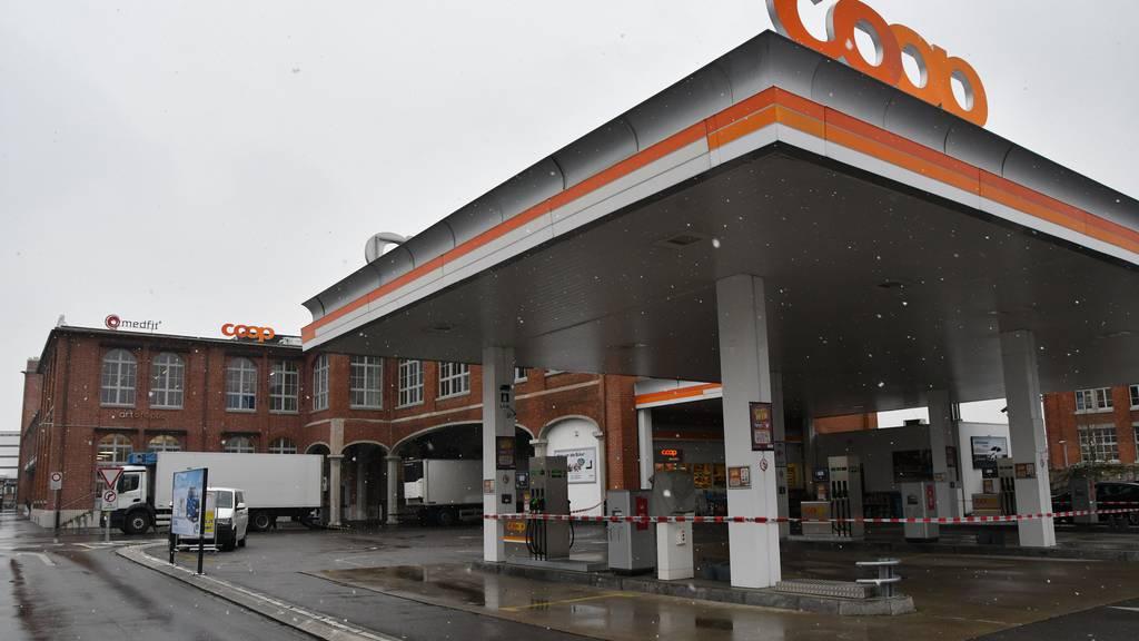 Die Coop-Tankstelle hinter der Novaseta wurde am Donnerstagmorgen überfallen.