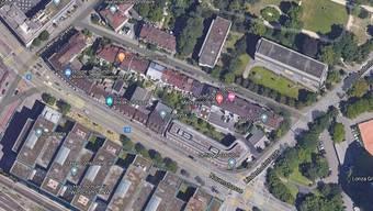 In der Nauenstrasse brannte am Freitag ein Fahrzeug komplett aus.