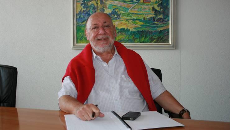 Gemeindeammann Hans-Ulrich Reber schlägt einen neuen Standort vor für das geplante Alterszentrum