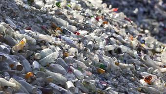 Für Getränke das dominierende Verpackungsmaterial: Pet-Flaschen in einer Recycling-Stelle