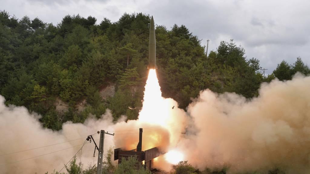 Nordkorea: Mobile Raketenabschussrampe auf Zügen getestet