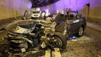 Fünf Personen wurden bei der Kollision im Rofflatunnel verletzt (Bild: Kantonspolizei Graubünden)