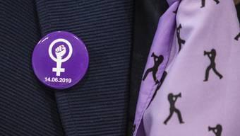 In knapp zwei Wochen werden Hunderte von Frauen in violett gekleidet auf die Strassen gehen und demonstrieren.