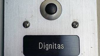 Dignitas-Arzt hat Sorgfaltspflicht verletzt, meint das Verwaltungsgericht Zürich. Er hat für die Sterbehilfeorganisation einem Schizophrenen den Giftcoktail verschrieben. Das Urteil zieht der Arzt vors Bundesgericht weiter. (Archiv)