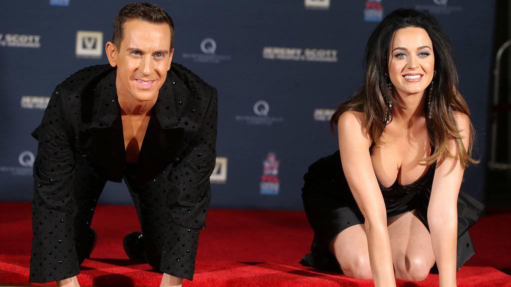 """Jeremy Scott und Katy Perry vor der Uraufführung des Films """"Jeremy Scott - the People's Designer"""" vor dem Chinese Theatre (Bild aktuell)."""