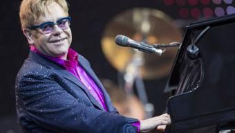 Elton John bei einem Konzert in Deutschland im September 2013