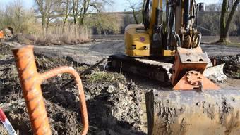 Derzeit ruhen die Bauarbeiten auf dem Areal Kumetmatt, weil der Boden zu nass ist. Nächste Woche sollen die Tätigkeiten wieder aufgenommen werden.