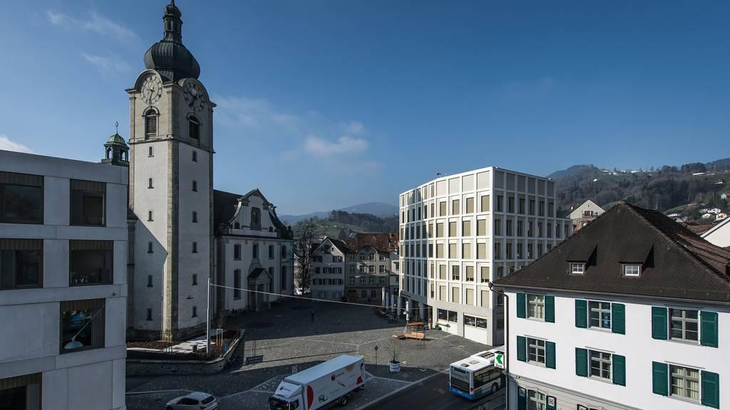 Altstätten hat einen neuen Rathausplatz erhalten. Über eine autofreie Marktgasse soll nun abgestimmt werden.