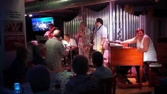 Jackie Rubi beendete die 20-jährige Konzertreihe im Orgelsurium mit einem Grande Finale am gleichen Tag mit zwei ausverkauften Konzerten. Befreundete Musiker und Rubi boten Klassik, Blues, Jazz und Boogie-Woogie.
