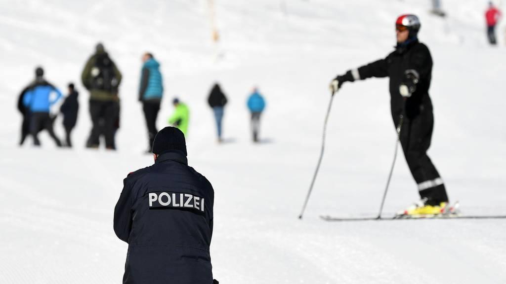 Polizei muss illegale Skigäste aus der Schweiz nach Hause schicken