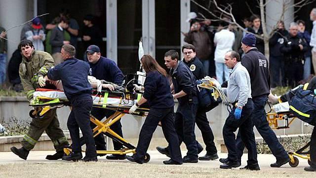 Verletzte werden nach Schiesserei ins Spital gebracht