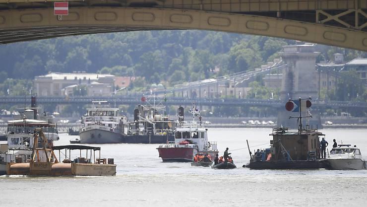 Eine Woche nach dem schweren Schiffsunglück auf der Donau in Budapest sind Rettungskräfte weiterhin auf der Suche nach Vermissten. (Archivbild)