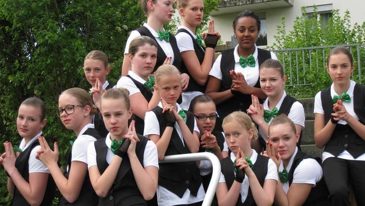 Die Girls vom Teen's Gym vom TSV Rohrdorf in ihrem neuen Tenu. Passend zur neuen Bond-Choreografie.