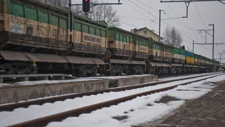 Durchfahrt eines Güterzuges zum Rangierbahnhof Limmattal.