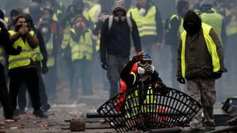 Strassenkämpfe auf den Champs Elysées in Paris am 1. Dezember. Die Markenzeichen der «Gilets jaunes» sind die gelben Westen und die gemeinsame Wut.