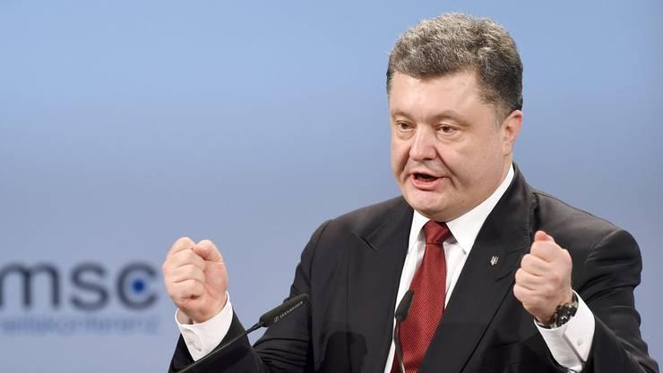 Der ukrainische Präsident Petro Poroschenko will als Konsequenz aus dem militärischen Zwischenfall mit Russland das Kriegsrecht ausrufen. (Archivbild)