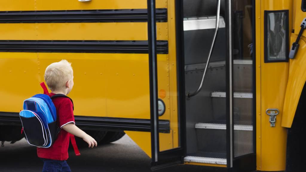 3-Jähriger in einem Kindergartenbus vergessen