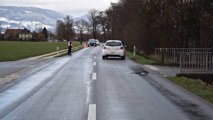 Ein Mofalenker kollidierte mit einem Auto.