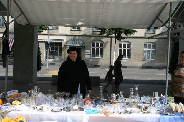 Der Frauenverein Brugg organisiert den Markt und die neue Vereins-Leiterin ist auch mit dabei