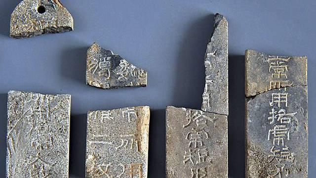 Wertvolle Funde aus der Grabkammer des einstigen Herrschers