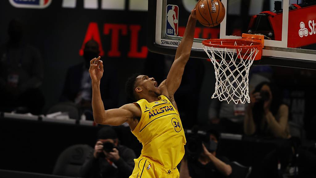 Spektakuläre Bilder liefert das All-Star-Game der NBA. MVP Giannis Antetokounmpo drückt nicht nur in dieser Szene dem Spiel seinen Stempel auf