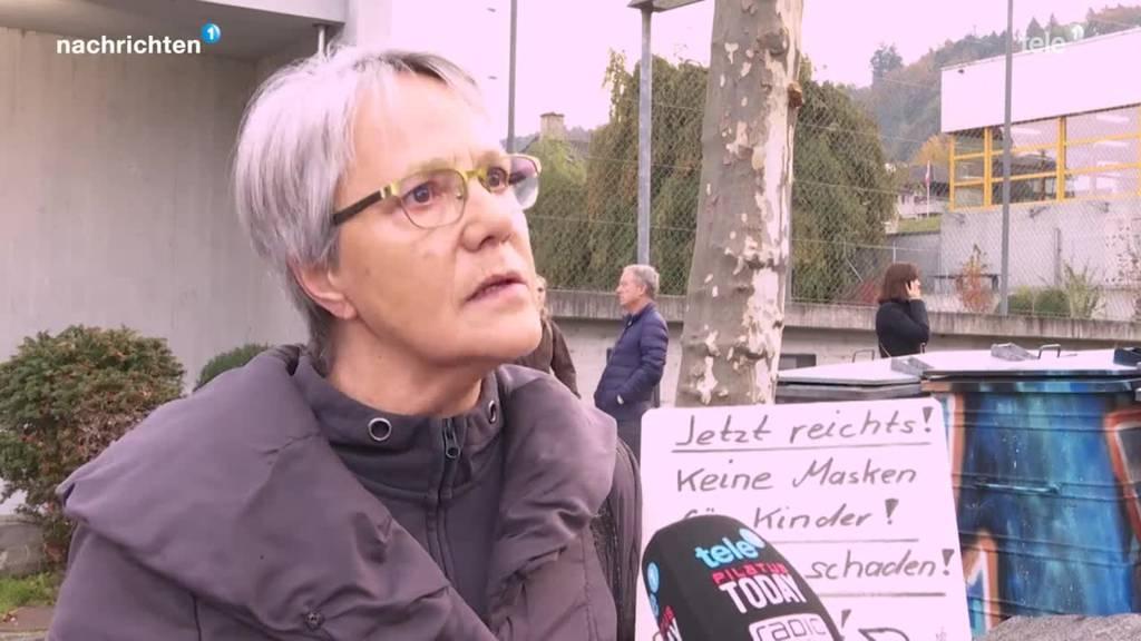 Maskenprotest vor Schule in Ebikon