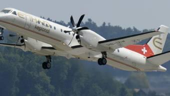 Ein Flugzeug von Etihad Regional startet vom Flughafen Zürich