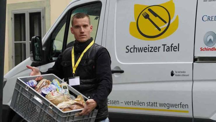 In Kühlfahrzeugen werden die Lebensmittel bei den Spendern abgeholt und zu sozialen Institutionen gebracht. Dort kommen sie Bedürftigen zugute.