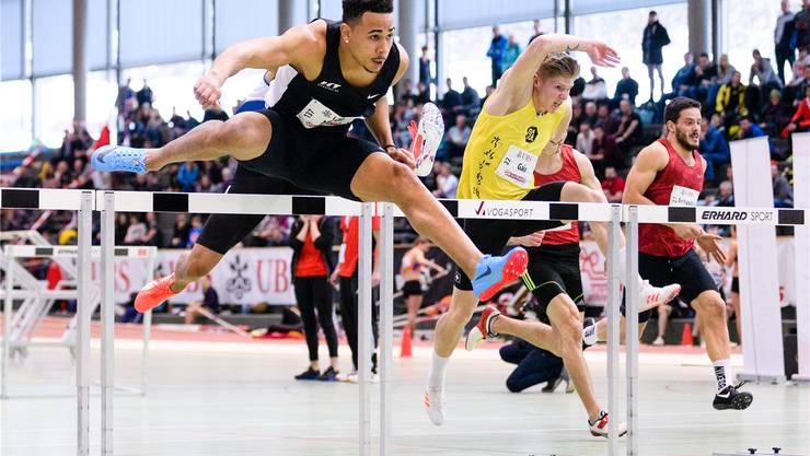 Jason Joseph im 60-Meter-Hürden-Finale an den Schweizer Leichtathletik Hallenmeisterschaften. Keystone