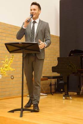 Moderator Patrick Hässig hat kompetent und witzig durch das Frühlingskonzert geführt.
