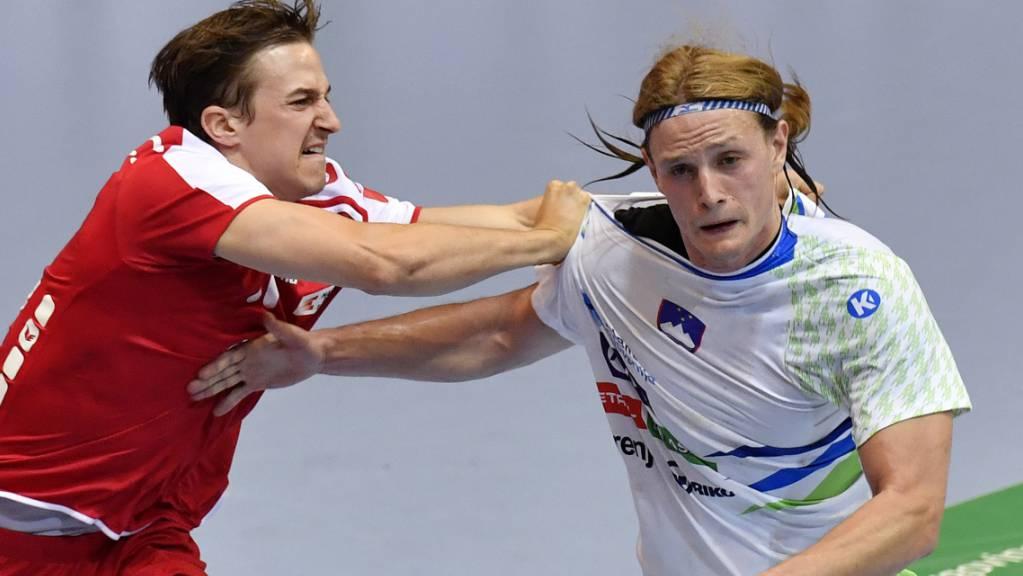 Der Slowene Jure Dolenec (rechts), hier gegen Roman Sidorowicz im Match gegen die Schweiz.