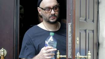 Der russische Theater- und Filmregisseur Kirill Serebrennikow am Mittwoch beim Verlassen des Gerichts, nachdem er erfahren hat, dass sein Hausarrest erneut verlängert worden ist.