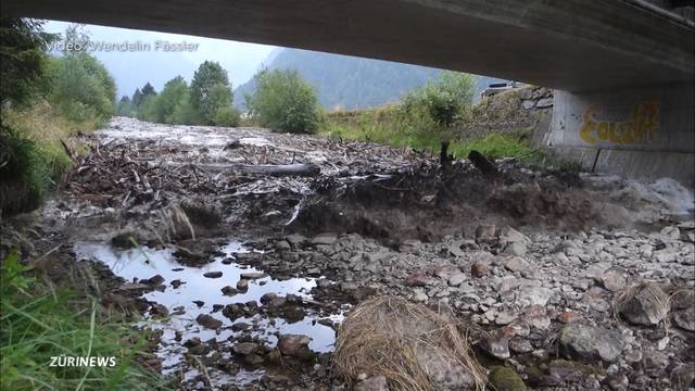 Die Sihl wird in Schwyz zum reissenden Fluss