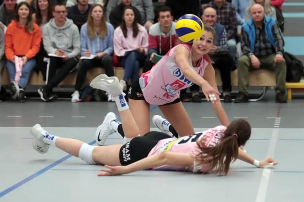 Gute Defensive: Hier rettet Dora Grozer einen Ball.