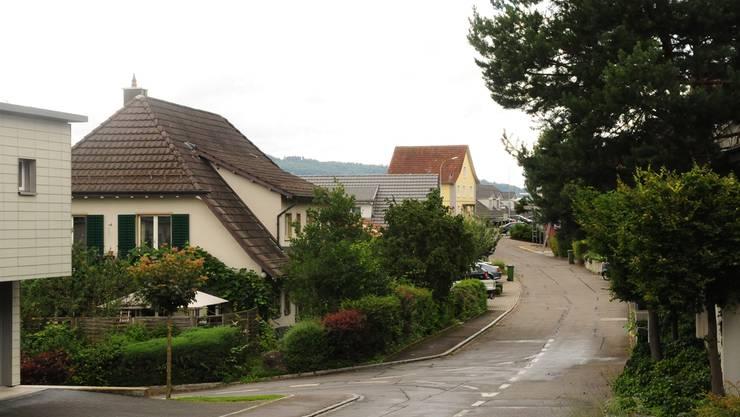 Obere Haldenstrassenstrasse in Wohlen: hier und in den angrenzenden Quartieren soll die erlaubte Geschwindigkeit bald auf 30 km/h reduziert werden. Toni Widmer