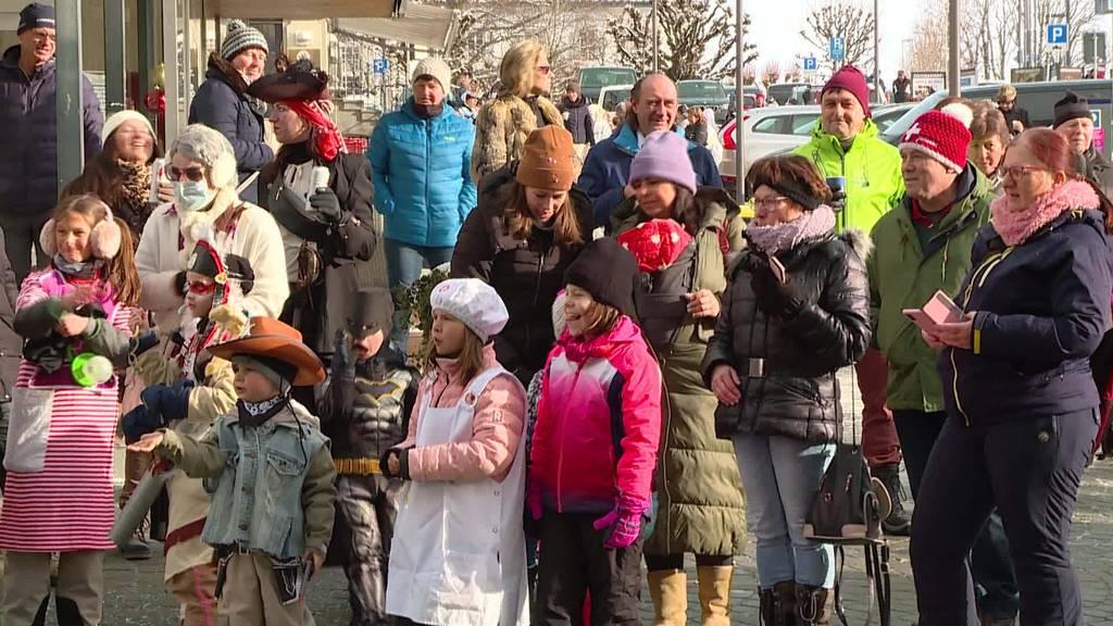 Als gäbe es kein Corona: Fasnächtler feiern in Einsiedeln