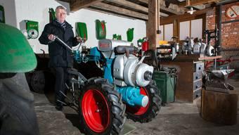 Charles Lüscher wünscht sich für seine Sammlung ein Rapid-Auto. Den Motor (im Bild auf dem Einachser) hat er bereits.