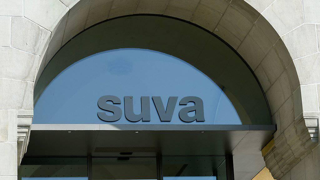 Die in Luzern ansässige Suva will möglichst rasch wieder mit Detektiven Versicherungsbetrügern das Handwerk legen.