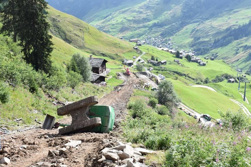 Der Unfall ereignete sich ob Vals im Gebiet Gadastatt, wo Bauarbeiter Leitungen verlegten.