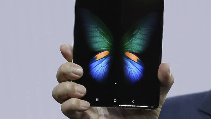 Der südkoreanische Konzern Samsung will das weltweit erste Mobiltelefon auf den Markt bringen, dessen Bildschirm sich auf die Grösse eines kleinen Tablets auffalten lässt. (Archivbild)