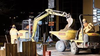 Dienstagabend, 22.30 Uhr: Die Bauarbeiter sind fleissig am Baggern.